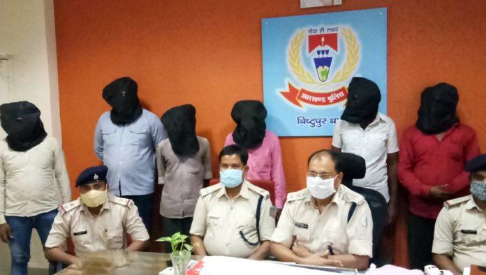 Bistupur police bust betting den, six arrested