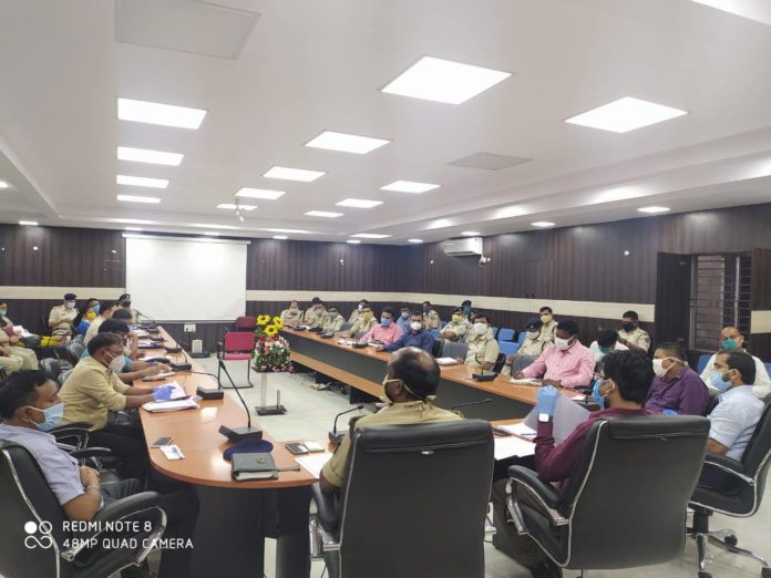 DC holds meeting with officials and police officers