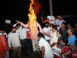 BJP workers burn effigy of CM Hemant Soren in Jamshedpur against spurt in crime against women